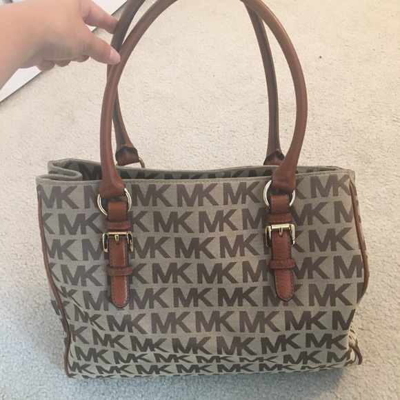 Michael Kors tote! Brown   Cream Great condition. M 5b60931cdcfb5a8ca13ccdd8 9301a734d5